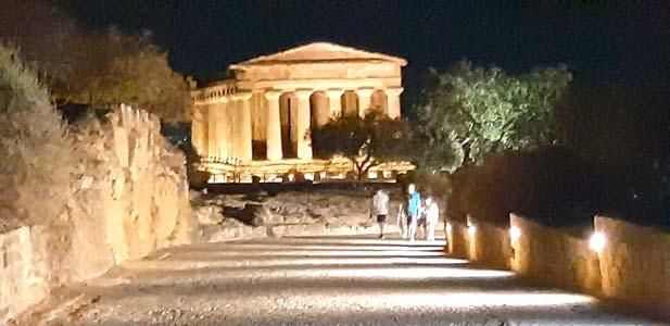 una passeggiata in zona gialla alla valle dei Templi di Agrigento