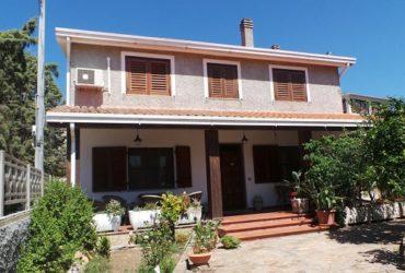 Sardegna affitto camera in B&B a Posada in villino con giardino