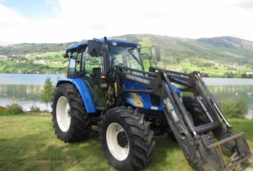 TRATTORE New Holland TL90A €. 4000