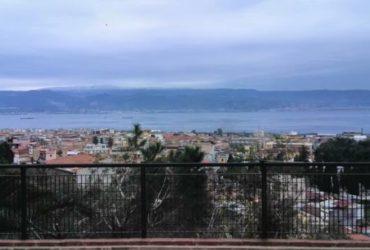 Appartamento con ampia veranda Messina2