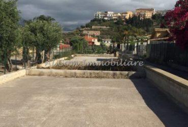AC210-Parcheggio scoperto a pochi passi dal mare a Campofelice di Roccella-