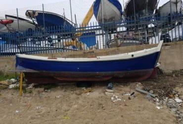 Barca in vetroresina con motore entrobordo Lombardini