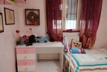 Mobili da cameretta per ragazze  in vernice lucida bianca e rosa