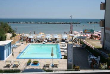 Appartamenti con piscina e spiaggia privata a Igea Marina