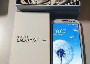 Samsung s3 con cover, caricabatterie, scatola e vetro