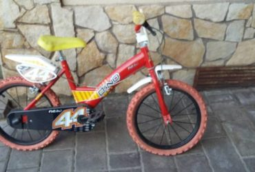 Bicicletta con rotelle per bambini di 4 anni. €.30