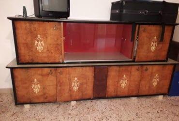 Mobile antico come da foto al prezzo di €. 40,00