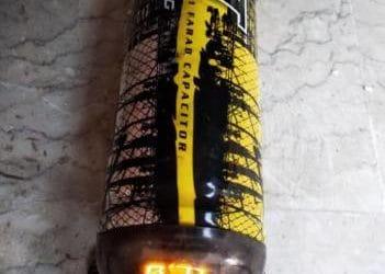 Condensatori 2 pezzi €. 20,00 CAD.