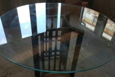 Tavolo in vetro tondo diametro 130cm. €. 150