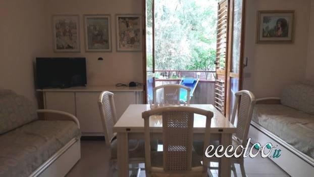 Giardini Naxos casa per 4 a 10 m dal mare. €. 350
