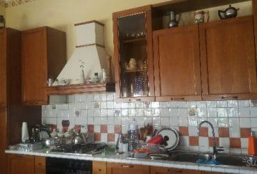 Cucina in legno completa di elettrodomestici. €. 1200