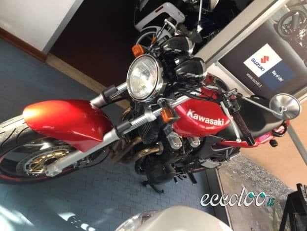 Moto Kawasaki Zr 750 ottime condizioni. €. 1300