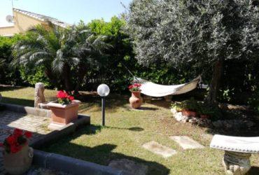 Villetta al mare a Campofelice di Roccella. €. 350