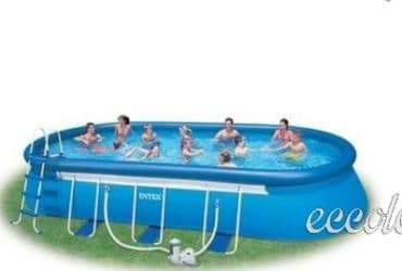 Piscina Intex autoportante di forma ovale.  €. 380