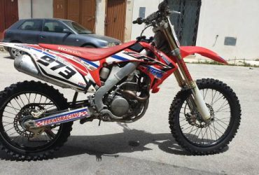 Honda crf 250 r 2011 moto in perfetto ordine. €. 2900