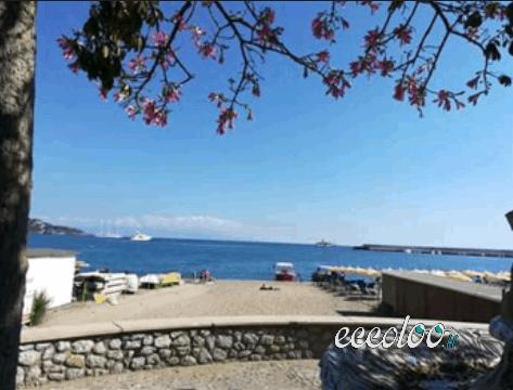 Bivani a Giardini Naxos a 10 metri dal mare. €. 350