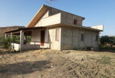 Vendo terreno con casa a Cattolica Eraclea. €. 125000