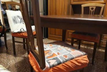 Vendo Soggiorno tavolo e 6 sedie più divano. €. 300 trattabili