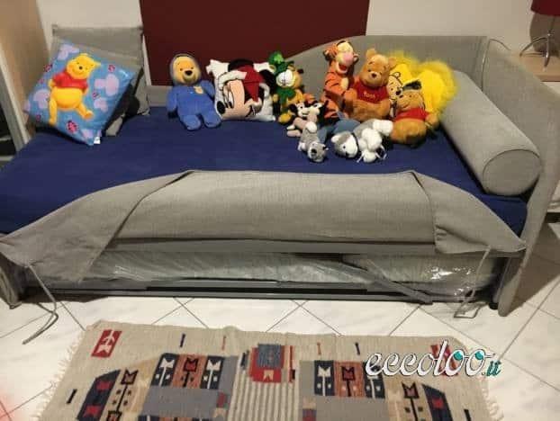 Vendo letto divano singolo con doppio lettino a scomparsa. €. 80