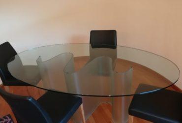 Tavolo in vetro e 4 sedie Poltrona Frau