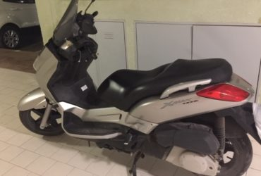 SCOOTER X-MAX 250 YAMAHA Batteria e gomme nuove